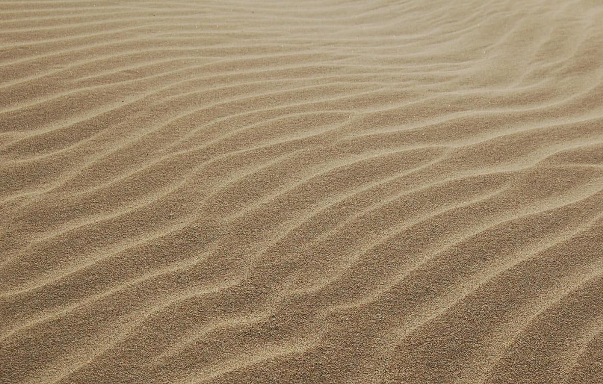 где везде песок
